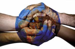 Fonte da imagem: http://www.cdhep.org.br/2012/09/brasil-acata-159-das-170-recomendacoes-sobre-direitos-humanos-da-onu/110707_world_unity_hands/